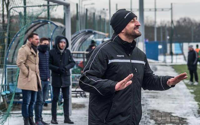 Zbigniew Smółka  trenerem piłkarzy Zawiszy jest od 7 stycznia 2016. Jego asystentem jest Krzysztof Kapelan.            Fot. Dariusz Bloch