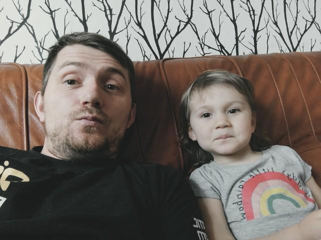 Kamil Sagała musiał jechać z dzieckiem do dentysty aż do Szczecina.