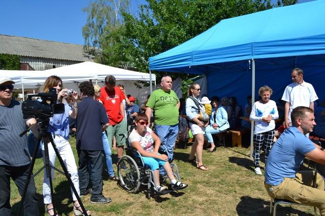 Doroczny piknik dla osób niepełnosprawnych w gospodarstwie państwa Kruzińskich w Okoninie