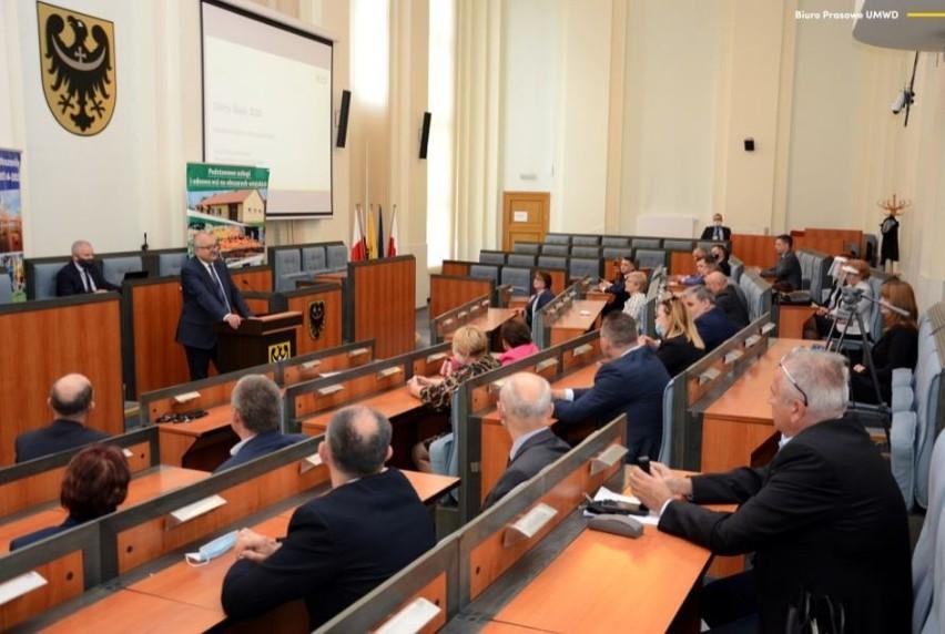 Po rządzących Wrocławiem i parlamentarzystach, pod lupę...