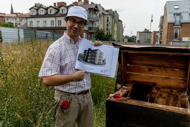 Karol Halicki od dwóch lat walczy o zgodę na budowę bloku na Bojarach. Plany są ambitne. Kamienica ma mieć pszczelą pasiekę na dachu i udogodnienia dla osób niepełnosprawnych