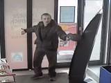 Napad na sklep Aldi w Zabrzu. Bandyta groził ochroniarzowi nożem. Chciał ukraść 5 butelek wódki