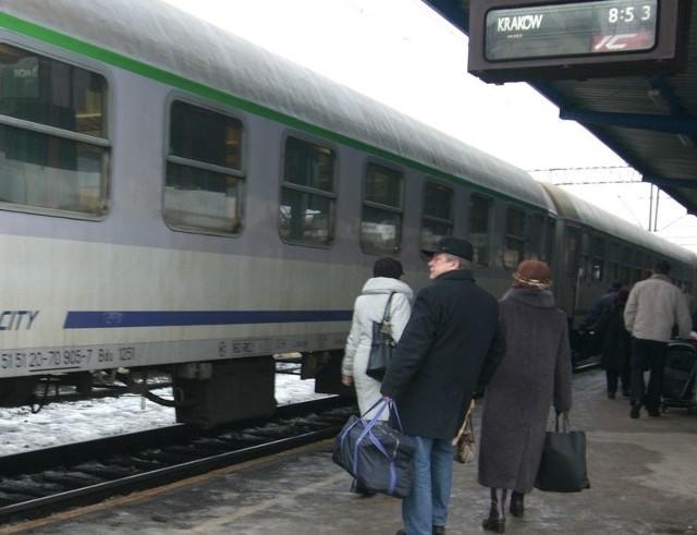 Pociąg Intercity na słupskim dworcu PKP.