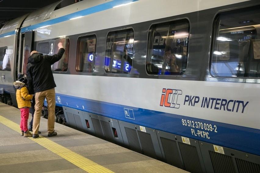 W pociągach PKP Intercity można już płacić kartą