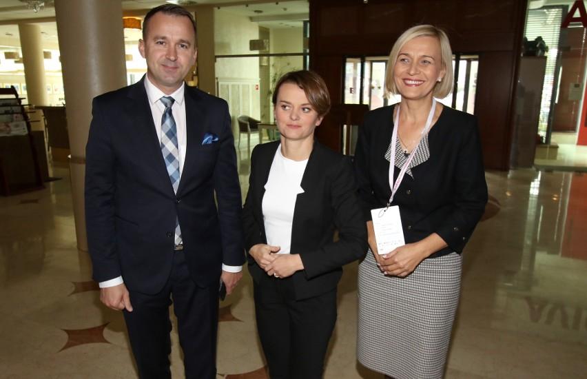 Poseł Michał Cieślak, minister Jadwiga Emilewicz i Renata...