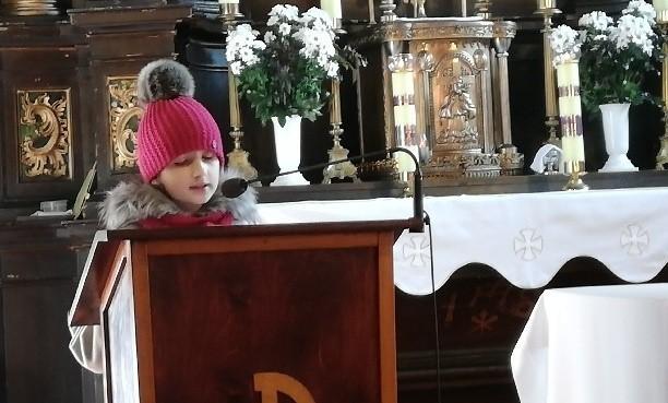 Uroczystości rocznicowe rozpoczęła msza święta, z udziałem uczniów Szkoły Podstawowej imienia Armii Krajowej w Cieszkowach.