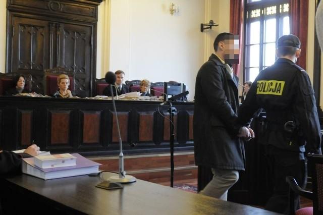 W sądzie w Bydgoszczy Dariusz S. wycofał się z zeznań, które złożył wcześniej jako objęty programem ochrony świadków.
