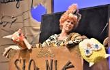 """Premiera w Lubuskim Teatrze: bohaterem spektaklu """"Czytulisie"""" jest Mól Książkowy, który… dosłownie zjada literki"""