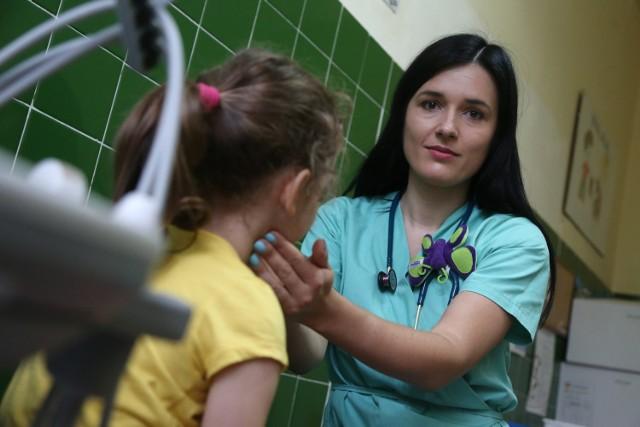 Anna Skiba jest lekarzem rezydentem w klinice pediatrycznej przy ul. Chałubińskiego