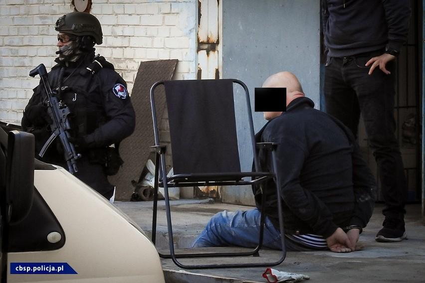 Policjanci zlikwidowali dwa laboratoria amfetaminy. Sześć...