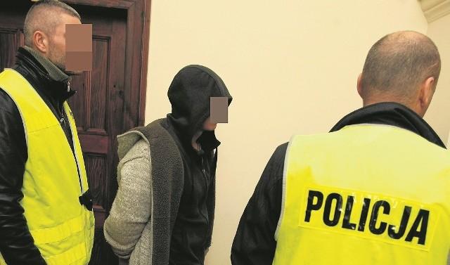 W grudniu 2012 r., gdy rozstrzygano o aresztowaniu podejrzanych, w sądzie był alarm bombowy