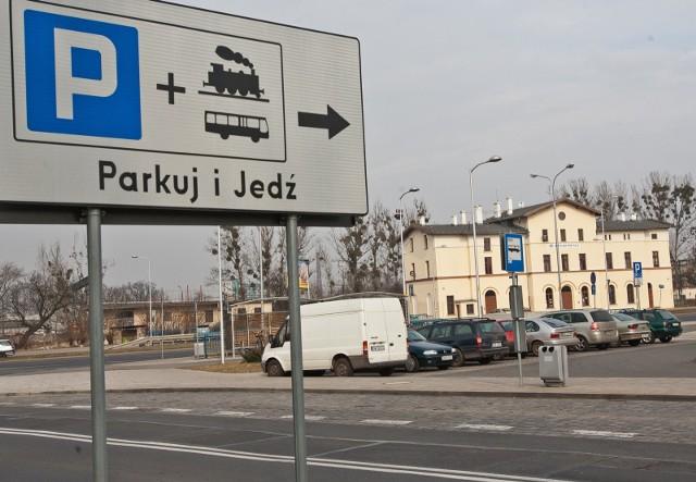 Do końca lipca przyszłego roku o 54 miejsca powiększy się parking P&R przy stacji Wrocław Psie Pole