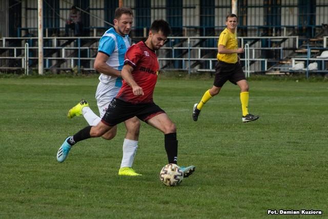 W zaległym meczu klasy B, grupy 2. Lotnik Turbia pokonał zespół Herosów Krzaki-Słomiana