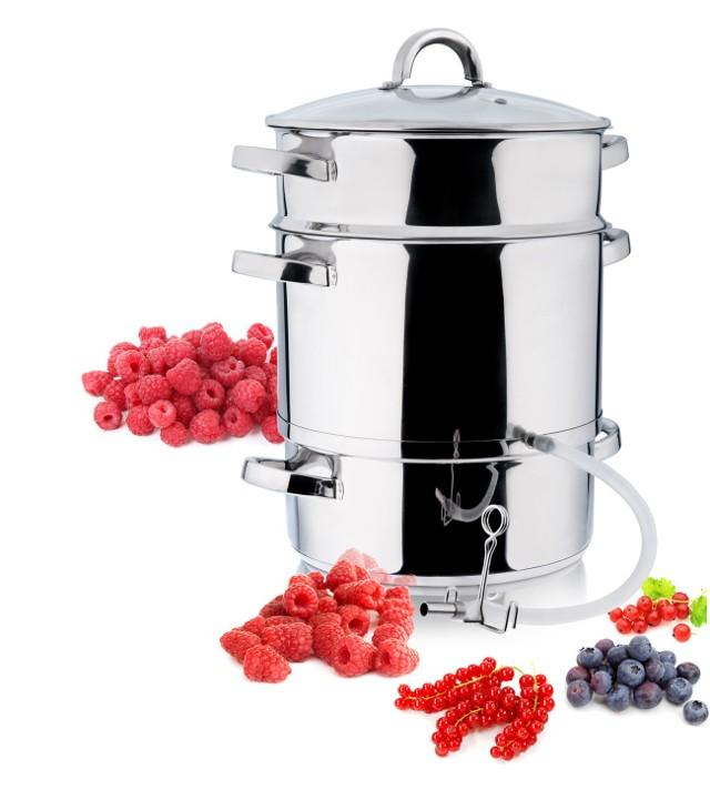 SokownikDzięki sokownikowi możemy przygotować wyśmienite soki na jesień i zimę. Urządzenie to nie jest trudne w obsłudze. A co ważne z owoców nie trzeba wyciągać pestek. Aby przygotować smaczny sok wiśniowy, owoce wystarczy umyć i w całości umieścić w sokowniku.