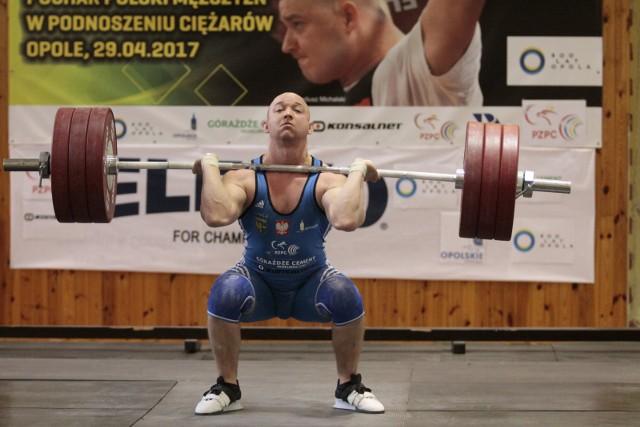 Krzysztof Zwarycz ćwiczy z kadrą seniorów.