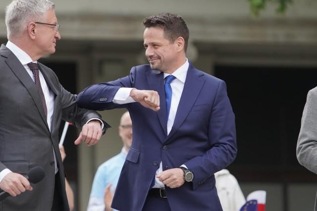 Jacek Jaśkowiak (z lewej) będzie zbierał podpisy na listach poparcia Rafała Trzaskowskiego, kandydata na prezydenta RP.
