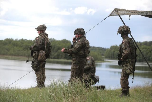 Zgłoś się na ćwiczenia wojskowe. Można zarobić 3,5 tys zł miesięcznie. Kto może się zgłosić? Pierwszeństwo mają osoby, które straciły pracę