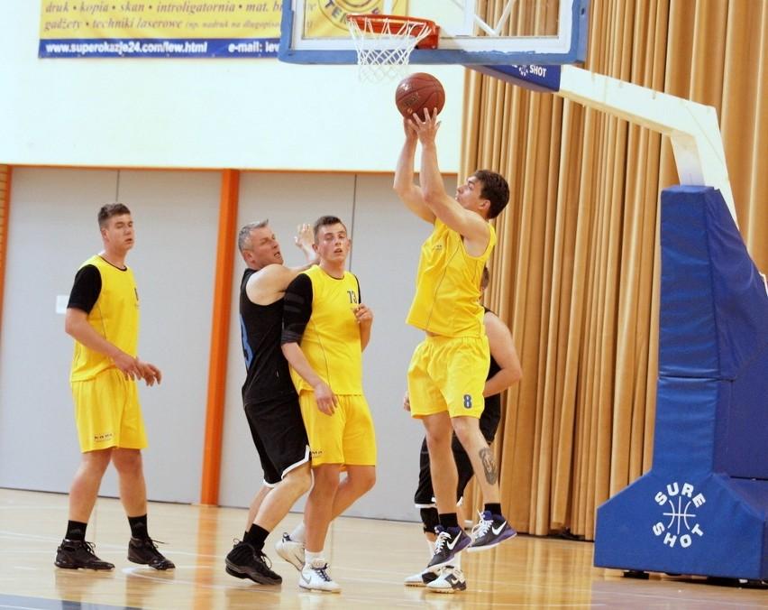 Świecka Amatorska Liga Koszykówki (7. kolejka)Syla pokonała Siała Baba Mak 55:42.