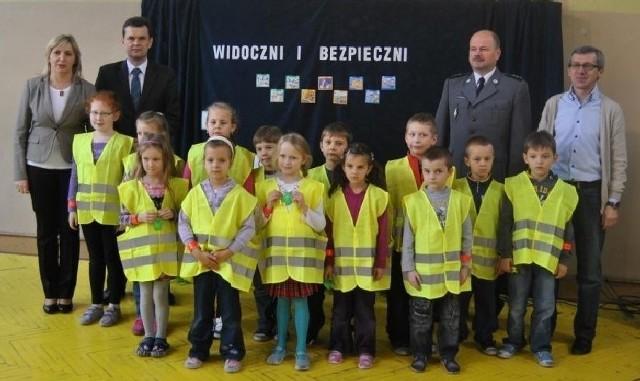 Elementy odblaskowe otrzymali także pierwszoklasiści ze Szkoły Podstawowej w Opatowcu.