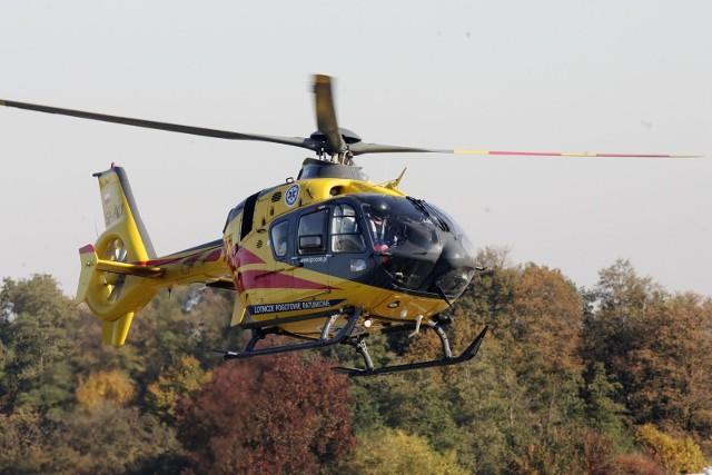 Wypadek na autostradzie a4 i lądowanie śmigłowca LPR. Zdjęcie ilustracyjne.