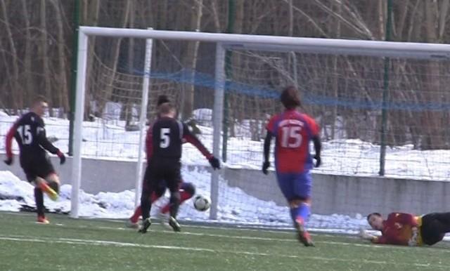 Krzysztof Rusinek zdobywa gola dla Rowokołu.