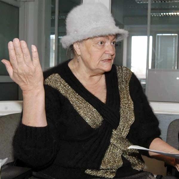 Helena Ładoś pokazuje pismo do ks. bpa ordynariusza Kazimierza Górnego podpisane przez kilkudziesięciu parafian: - Kościół św. Trójcy jest nam bardzo potrzebny.