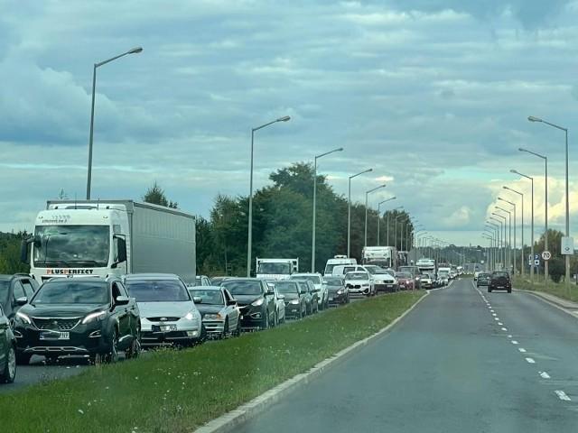 Olbrzymie korki przy wjeździe do Gorzowa z drogi S3 i na wylocie w stronę Kostrzyna