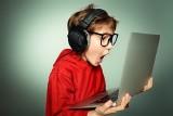 Patostreaming, sharenting i hejt. Coraz więcej niebezpiecznych dla dzieci treści w Internecie