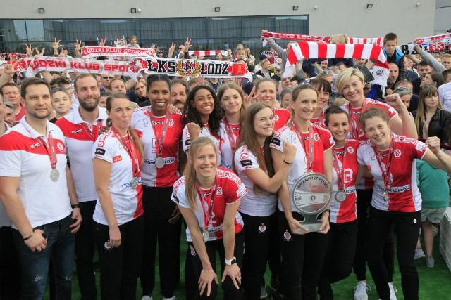 Kibice ŁKS dziękowali siatkarkom za srebrny medal mistrzostw Polski