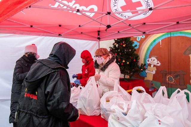 """PCK co roku 16 października organizuje w naszym mieście """"Światowy Dzień Walki z Głodem"""", by przypomnieć o globalnym problemie niedożywienia i głodu."""