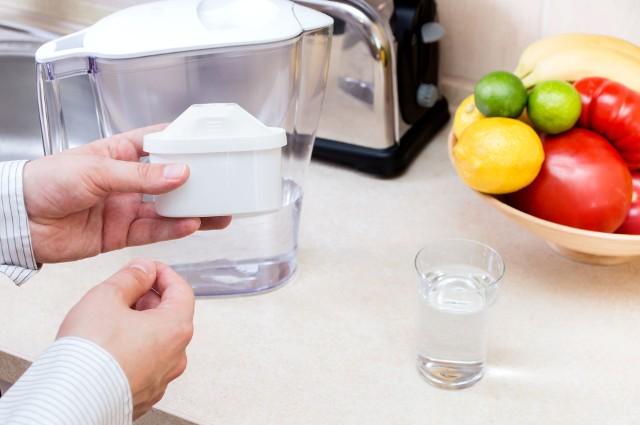 Dzbanek filtrującyNie wszyscy ufają lokalnym wodociągom i wolą wodę, którą jeszcze samodzielnie przefiltrują.