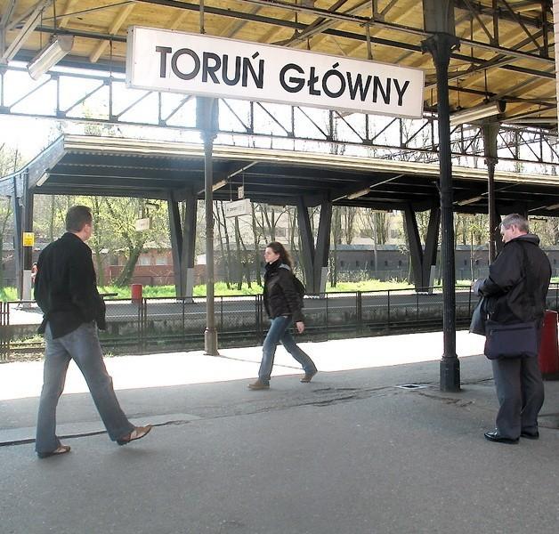 Dworzec główny to fatalna wizytówka naszego miasta. A właśnie tam wielu turystów zaczyna zwiedzanie Torunia.