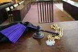 W sądzie w Łodzi przy zamkniętych drzwiach zaczął się proces o zabójstwo. Sprawca ukrył się w hotelu na Widzewie. Tam wpadł