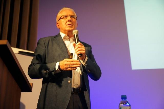Prezydent Wadim Tyszkiewicz zmieścił się w godzinie, przedstawiając rozwój miasta, wiele tematów trzeba było bardzo skracać
