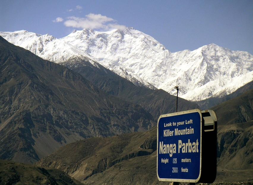 Akcja ratunkowa na Nanga Parbat: Tomasz Mackiewicz i Elisabeth Revol walczą o życie. Na pomoc ruszają Adam Bielecki i himalaiści z K2