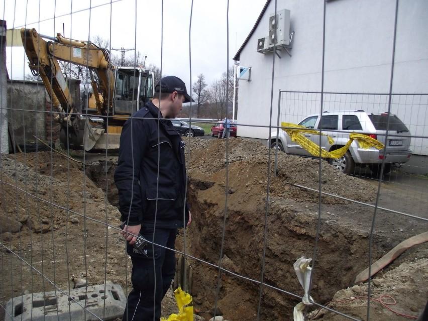 Wypadek na budowie. Robotnik przysypany w czterometrowym wykopie [ZDJĘCIA]