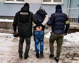 Uciekinier z prokuratury zatrzymany po pięciu dniach. Policyjny pościg zakończył się w powiecie monieckim (zdjęcia)