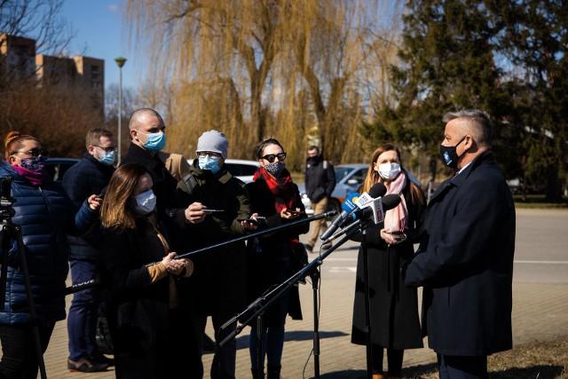 Informację na temat kolejnych kroków w sprawie zagospodarowania terenów nad rzeką p.o. prezydenta Marek Bajdak przekazał dziennikarzom dzisiaj.