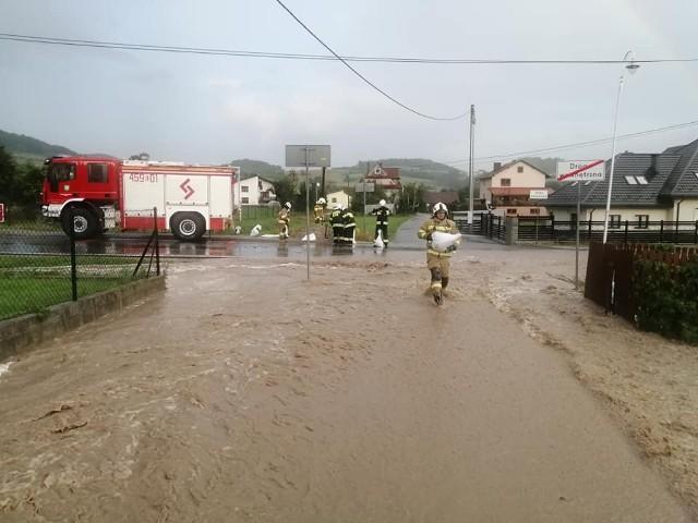 Powódz w Zbludzy w gminie Kamienica