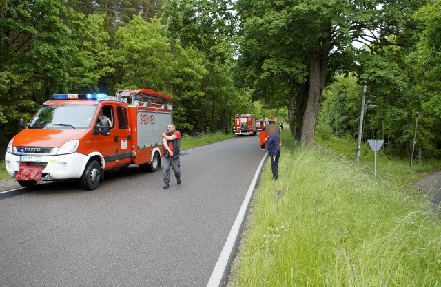 W piątek (05.06) na drodze niedaleko Kępic kierujący terenowym suwem wjechał do rowu. Na szczęście w zdarzeniu, nikomu nic się nie stało. Na miejscu zdarzenia pracowali policjanci z drogówki.