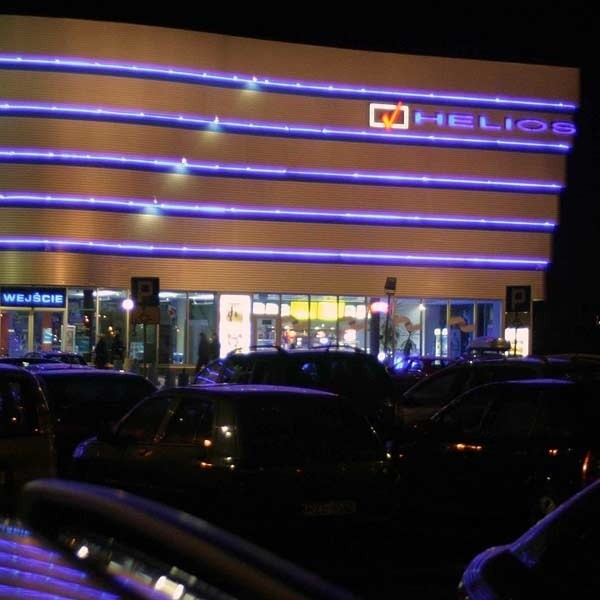 Kino jednorazowo może pomieścić 1200 widzów, a parking ma tylko 180 miejsc.