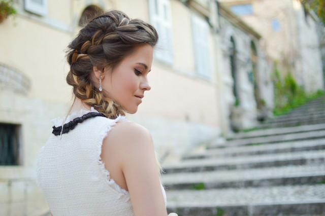 Modne i łatwe fryzury dla długich włosów