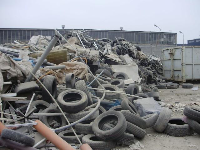 Rada Osiedla Kuźniki walczy z firmą, która składuje odpady niezgodnie z przepisami. Sprawa trafiła do sądu