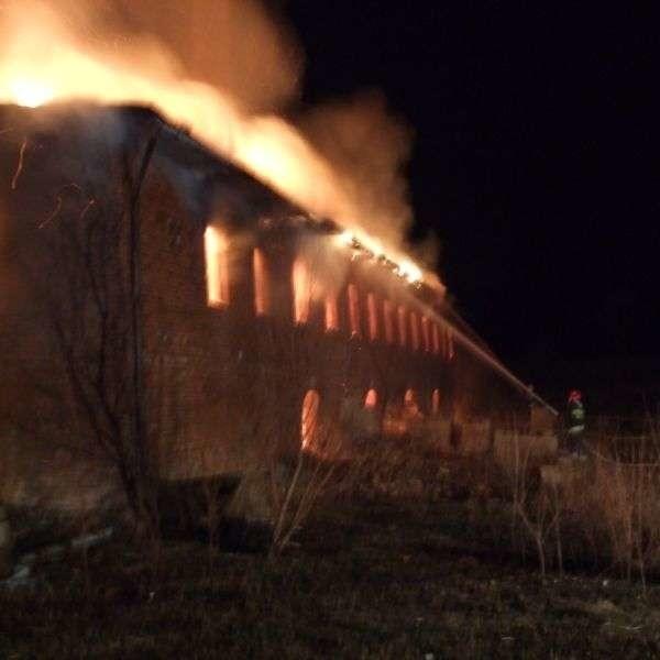 Stara cegielnia płonęła już dwa razy. W Maciejowicach kilkakrotnie paliły się sterty słomy i siano na farmie. Próbowano też podpalić prywatne gospodarstwa.