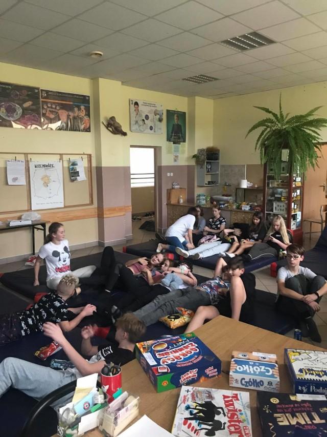 W Szkole Podstawowej w Nowej Wsi Królewskiej zorganizowano noc filmową, dzięki mikrograntowi, który otrzymała młodzież w powiatu wąbrzeskiego pasjonująca się filmami