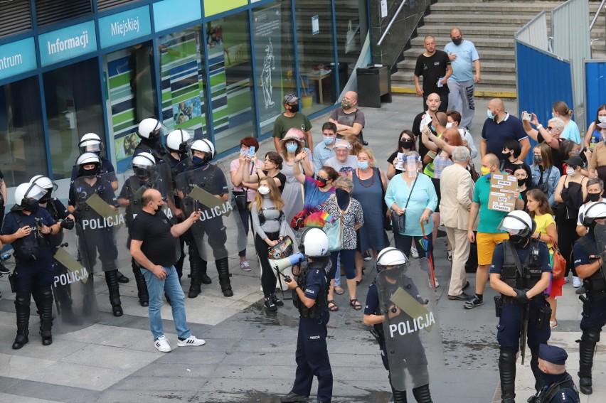 W Sosnowcu na Patelni odbył się protest przeciwko przemocy i...