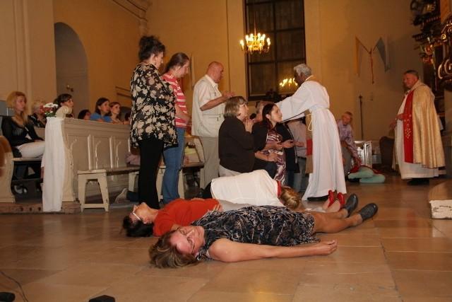 Piła: Mdleli w kościele! I czują się uzdrowieni
