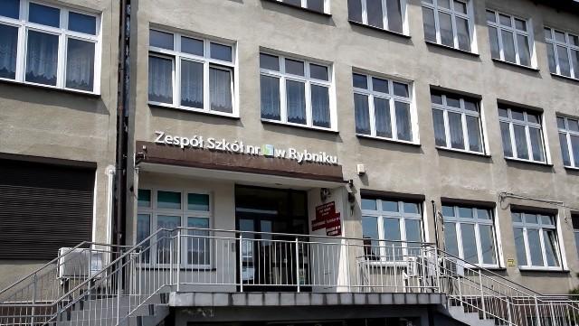 Dyrektor zespołu szkół nr 5 w Rybniku-Niedobczycach, Aleksander Pojda, wydał oświadczenie. Czyje się skrzywdzony całą sytuacją