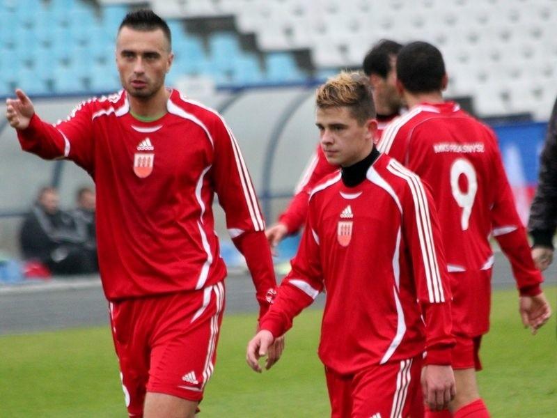 Piłkarze z Przasnysza mimo gry w dziesiątkę rozegrali dobre zawody.