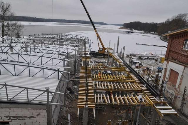 Dopóki pozwala pogoda, trwają także prace na zewnątrz centrum rewitalizacji jezior.
